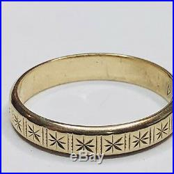 Lovely Vintage Yellow Gold Ornate Engraved Wedding Band Ring Unusual